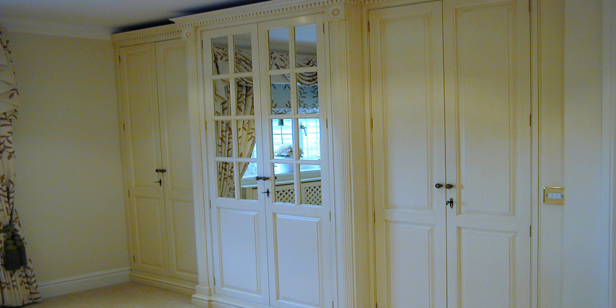 Loxley-hand-Painted-Glass-Doors